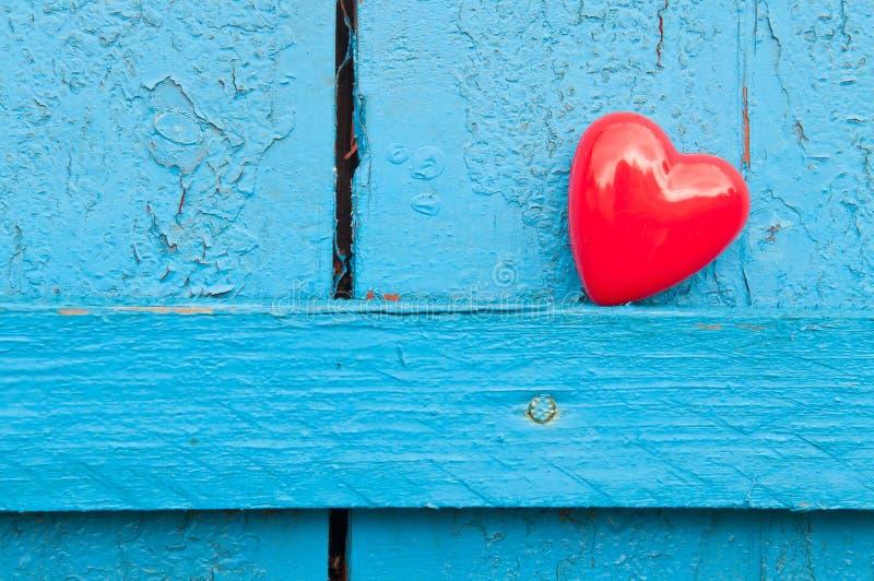 Serce na drewnie obrazy stock