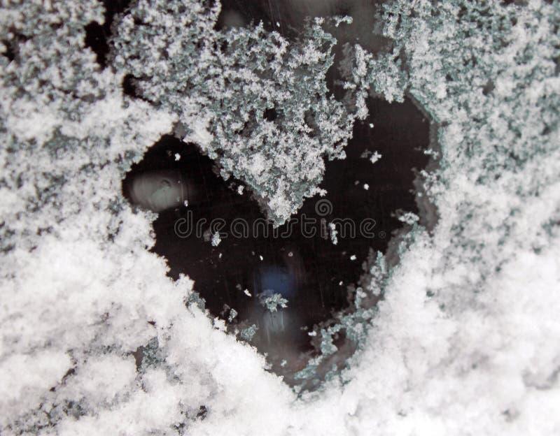 Serce ?nieg na szkle sleet na szkle zdjęcie stock