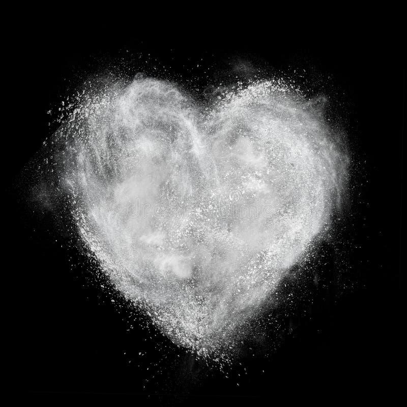 Serce robić bielu proszka wybuch odizolowywający na czerni fotografia stock