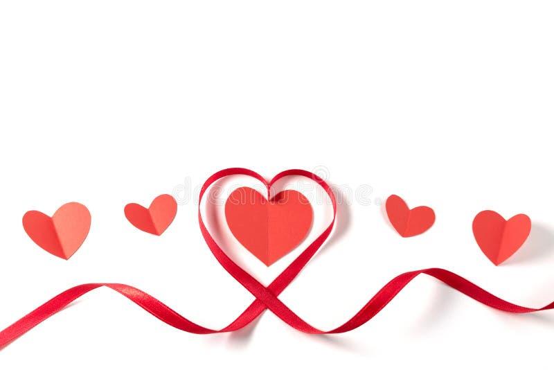 Serce robić czerwony faborek na białym tle obrazy royalty free