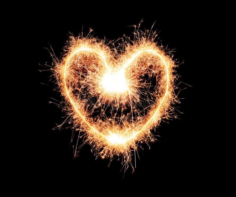 Serce robić sparklers na ciemnym tle zdjęcia royalty free