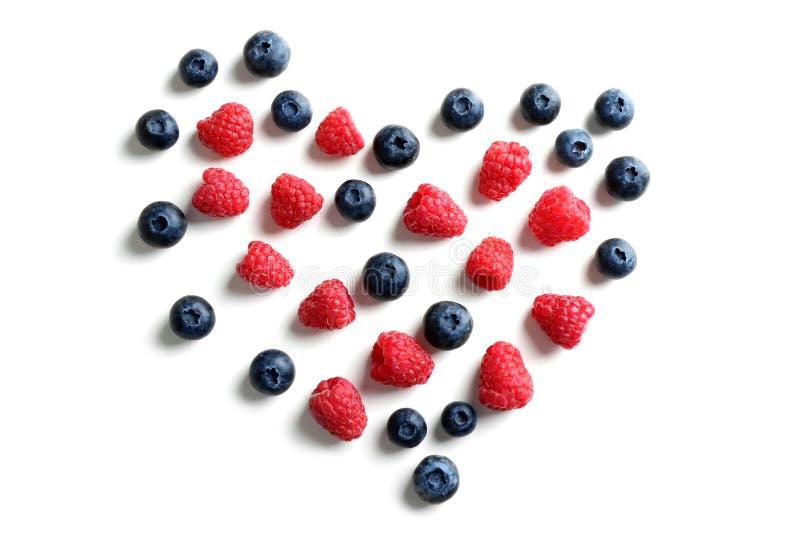 Serce robić wyśmienicie dojrzałe jagody na białym tle zdjęcie royalty free