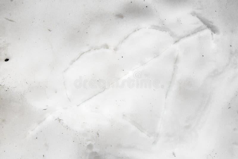 Serce rysujący w śniegu miłość, Austria obraz stock