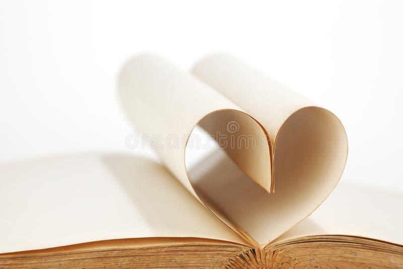 Serce wśrodku książki zdjęcie royalty free