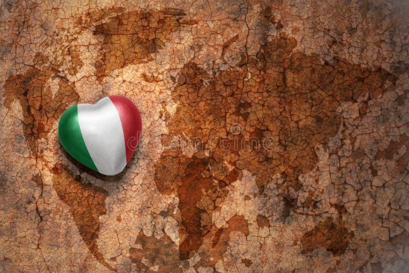 Serce z flaga państowowa Italy na rocznik światowej mapy pęknięcia papieru tle ilustracja wektor