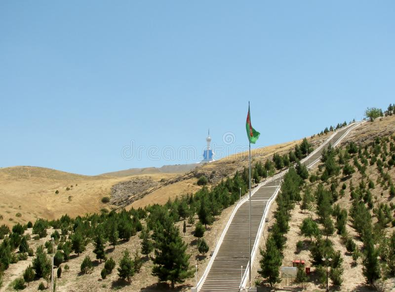 Serdar Health Path en valle dentro del Kopet Dag Mountains ashgabat Turkmenistán imagen de archivo