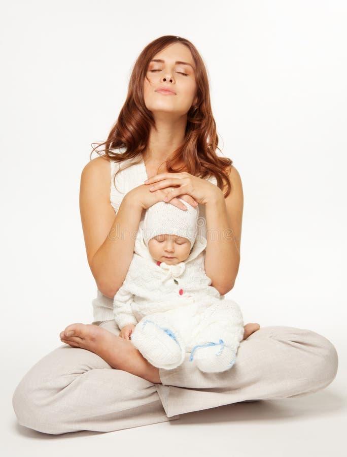 Sere de mãe à meditação imagens de stock royalty free