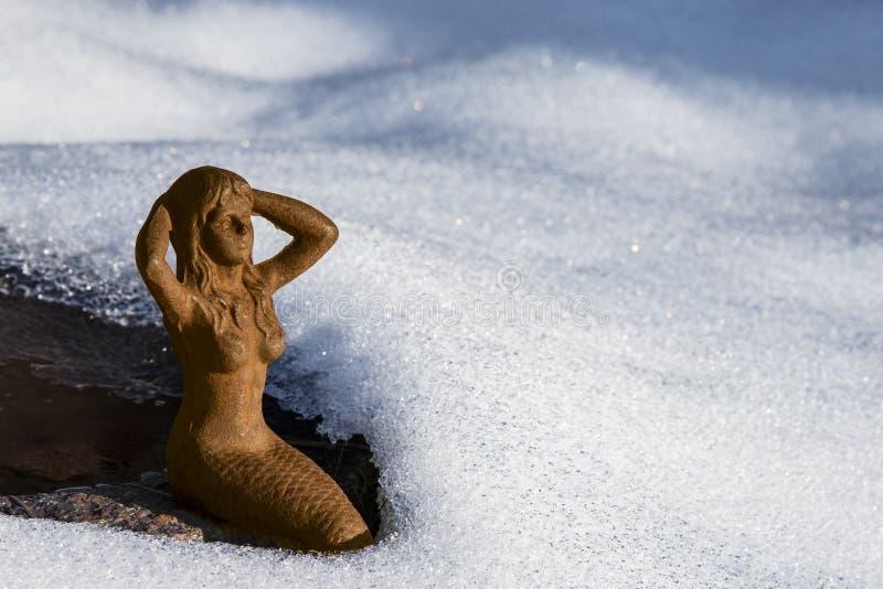 A sereia banha-se no sol fotografia de stock