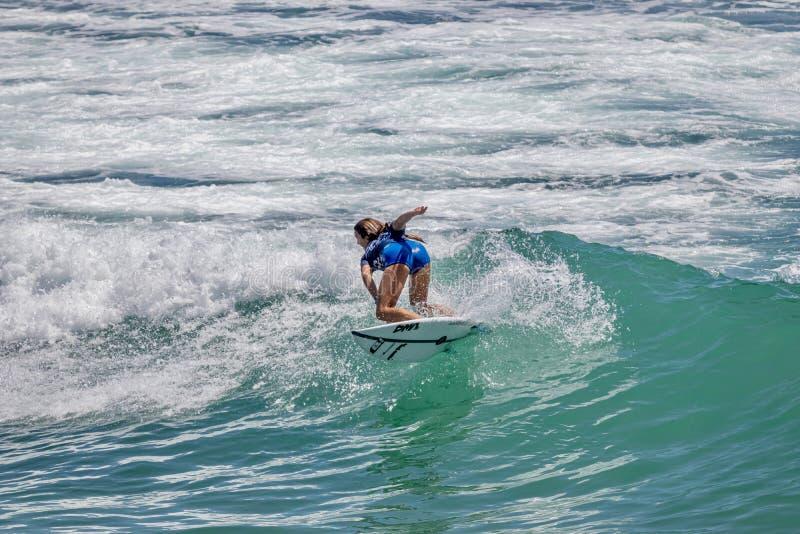 Serena Nava surfant dans l'US Open de fourgons de surfer 2019 image libre de droits