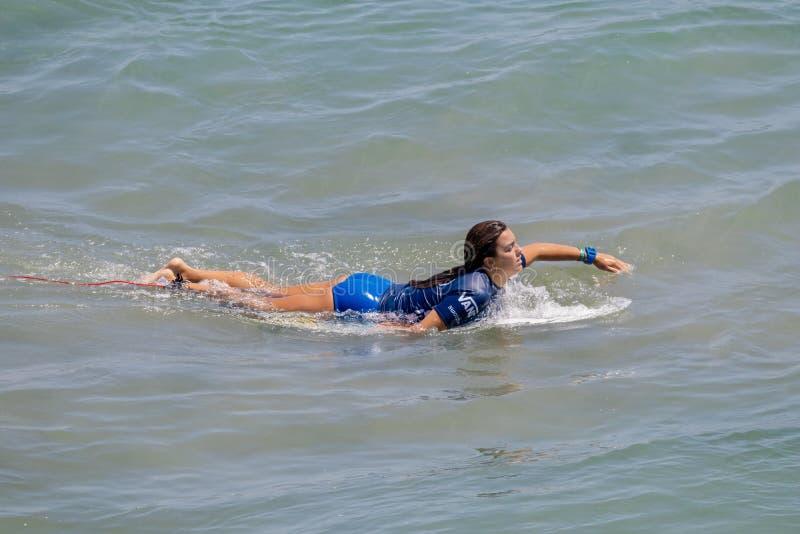 Serena Nava surfant dans l'US Open de fourgons de surfer 2019 photos libres de droits
