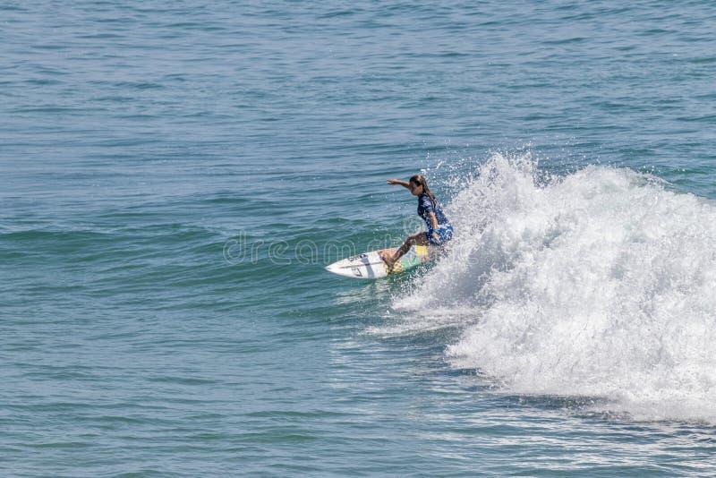 Serena Nava surfing w samochodów dostawczych us open surfing 2019 obraz stock