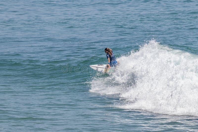 Serena Nava surfing w samochodów dostawczych us open surfing 2019 obrazy stock