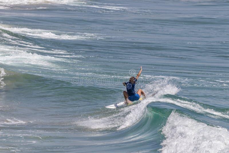 Serena Nava surfing w samochodów dostawczych us open surfing 2019 zdjęcia stock