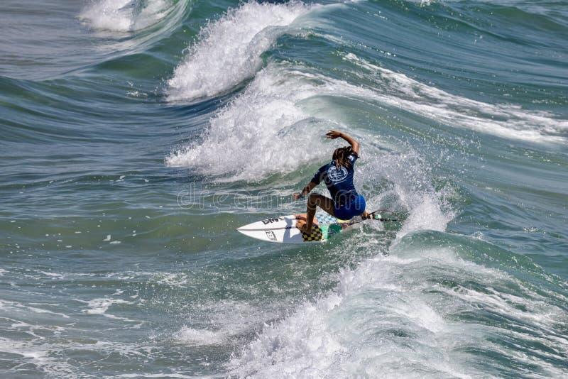 Serena Nava surfing w samochodów dostawczych us open surfing 2019 zdjęcie royalty free