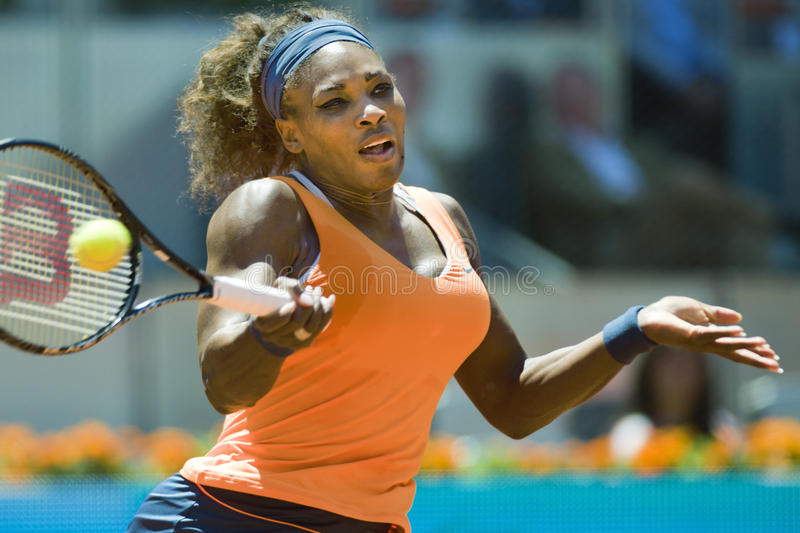 Serena Williams w akci podczas Madryt Mutua tenisa Otwartego obrazy royalty free