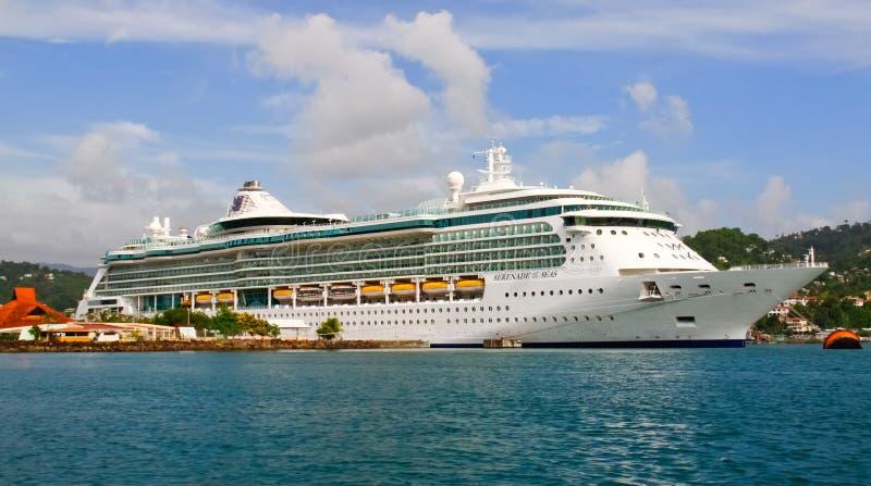 Download Serenata Del Barco De Cruceros De Los Mares En St Lucia Fotografía editorial - Imagen de travesía, azul: 20400457