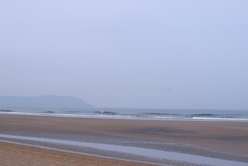Serene Beach relajante tranquilo, Aareware, Ganpatipule, la India imágenes de archivo libres de regalías