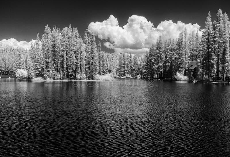 Serene Lakes, Kalifornien, Infrarot stockfoto