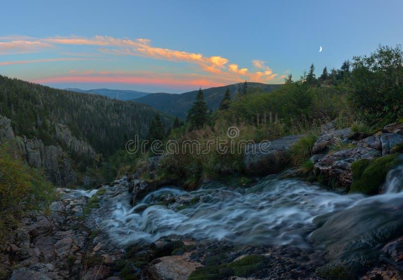 Serenidad de la montaña fotografía de archivo