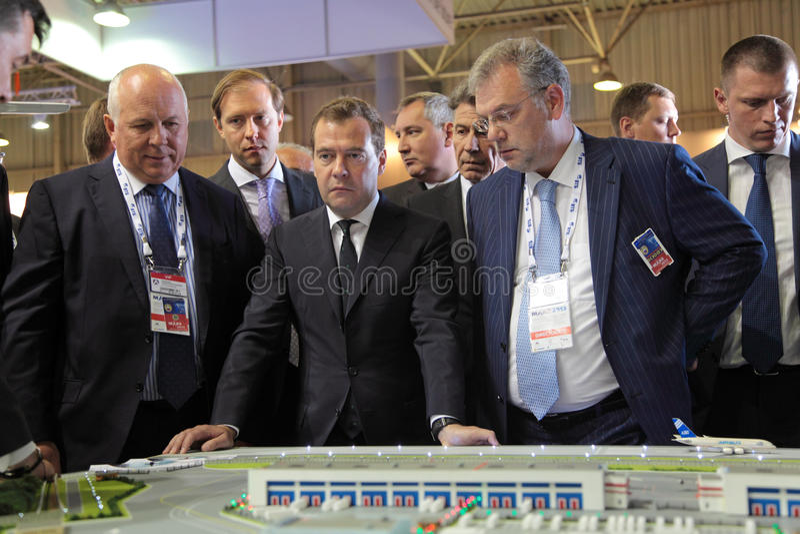 Sergey Chemezov, Dmitry Medvedev y Dmitry Shuga imagen de archivo