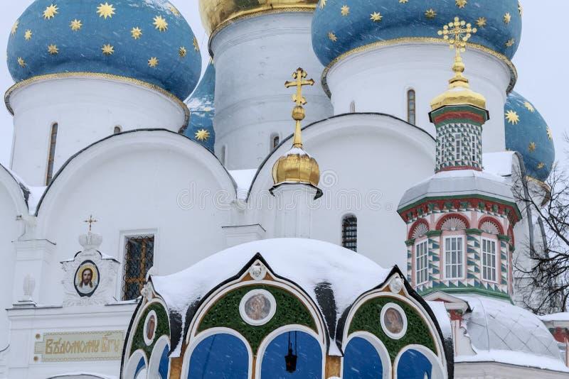 Sergiev Posad, Ryssland: December 10, 2016 HelgedomTreenighet-St Sergius Lavra royaltyfria foton