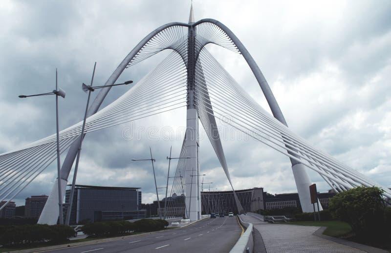 Seri Wawasan Bridge av Putrajaya, Malaysia fotografering för bildbyråer