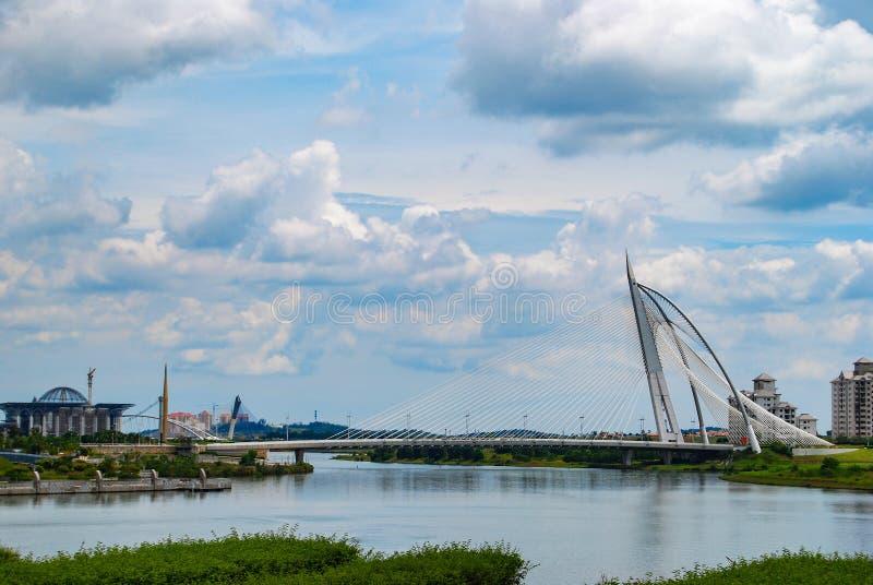 Seri Wawasan Bridge en Putrajaya, Malasia fotos de archivo