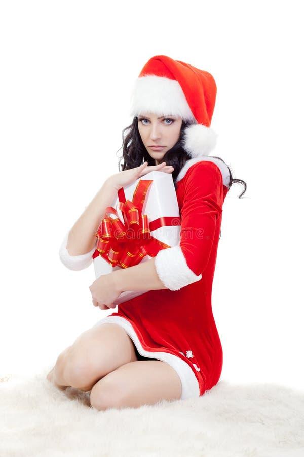 Seriamente mulher no traje de Santa que senta-se no assoalho fotos de stock