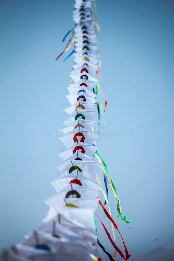 Serie av drakeflyget i himlen royaltyfri foto
