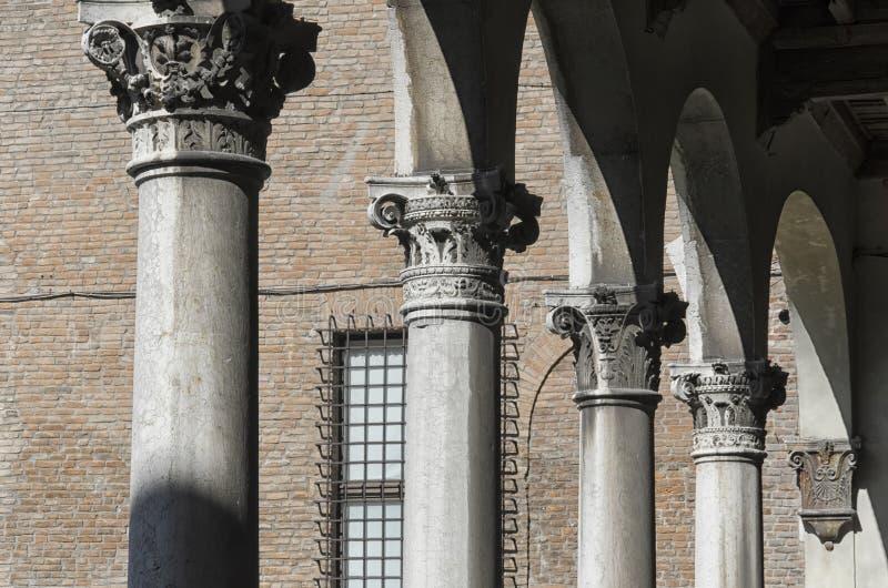 Serie av klassiska kolonner arkivbild