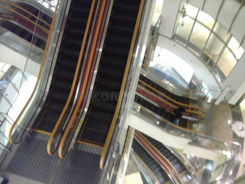 Serie de escaleras móviles imagenes de archivo