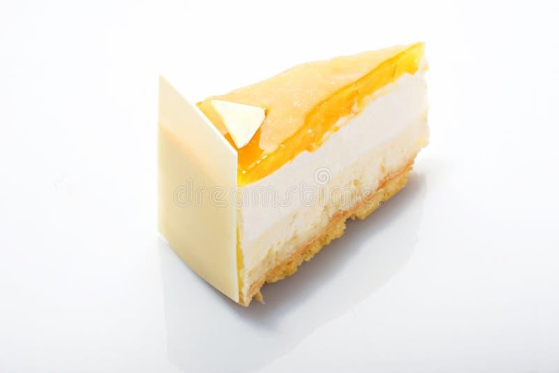 Serie de la torta. Torta con crema del melocotón. imagen de archivo