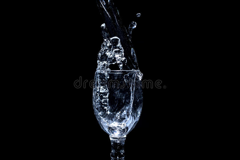 Serie del chapoteo del agua - Mini Wine Glass Steady Stream foto de archivo
