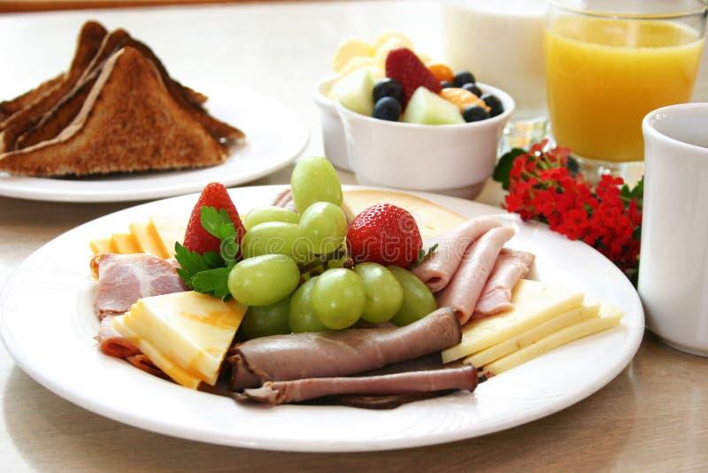 Serie del desayuno - proteína y disco de las frutas fotografía de archivo
