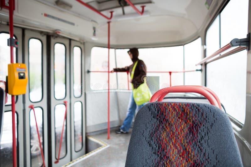 Serie del transporte público - tomando una tranvía conmute para trabajar foto de archivo