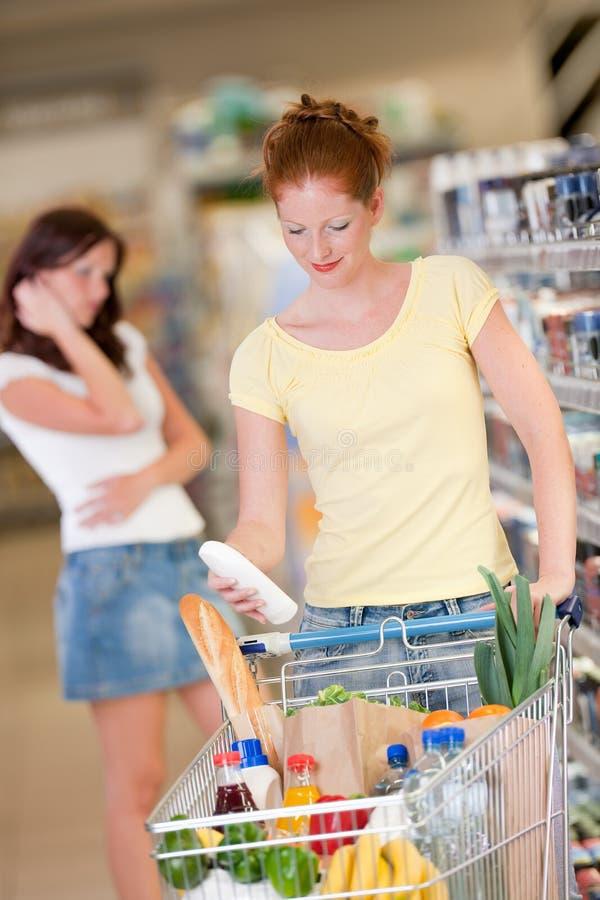 Serie di acquisto - bottiglia rossa della holding della donna dei capelli immagine stock