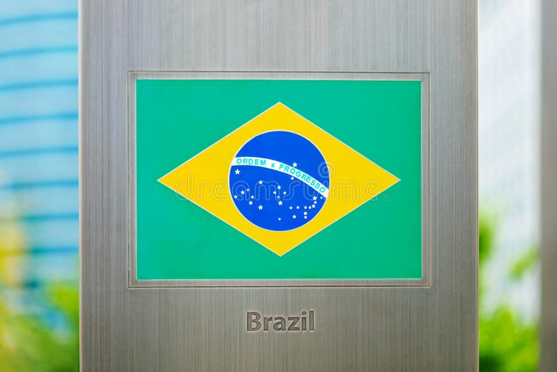 Serie di bandiere nazionali sul palo del metallo - Brasile fotografie stock libere da diritti
