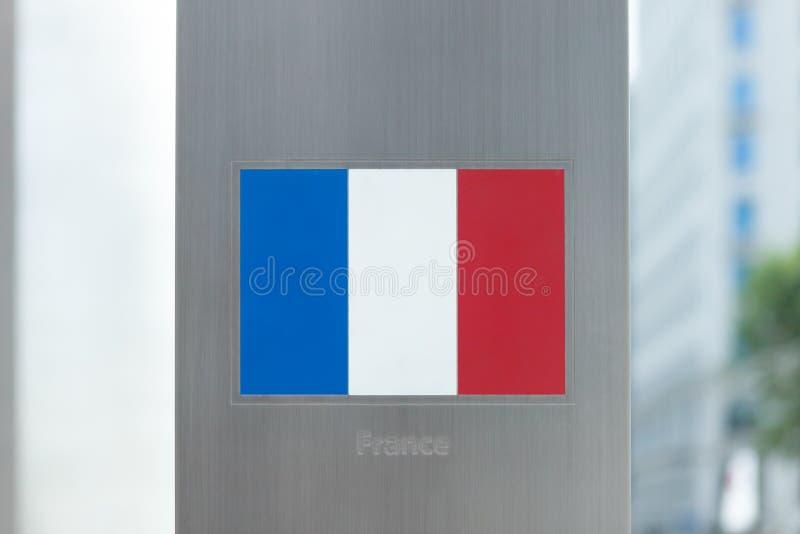 Serie di bandiere nazionali sul palo - Francia immagini stock libere da diritti