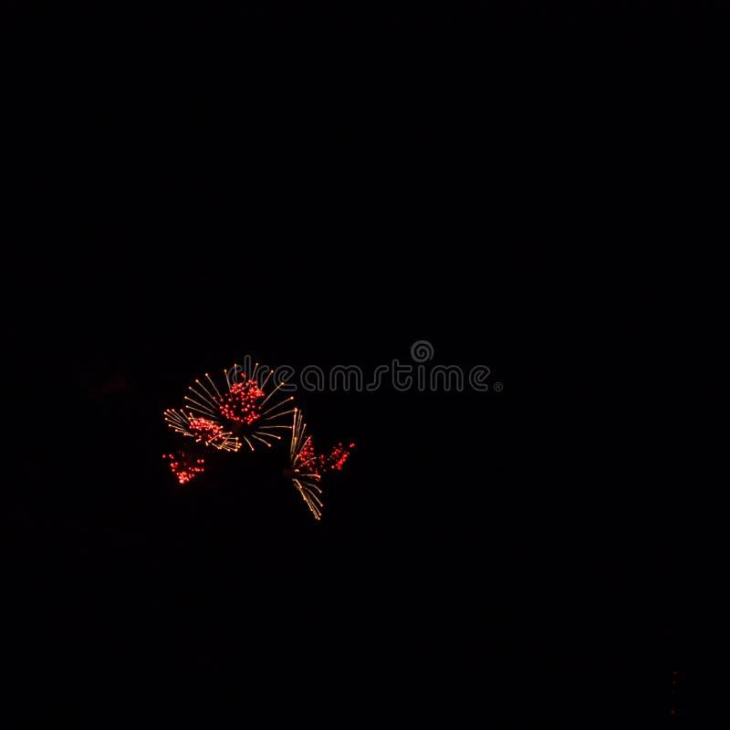 Serie di esplosione rossa Fuochi d'artificio spettacolari immagini stock