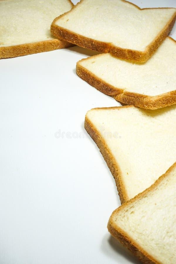 Serie di fetta del pane integrale su fondo bianco, bianco isolato immagini stock libere da diritti