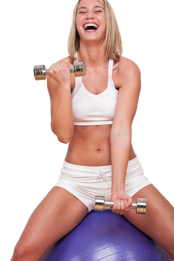 Serie di forma fisica - donna bionda con i pesi fotografie stock