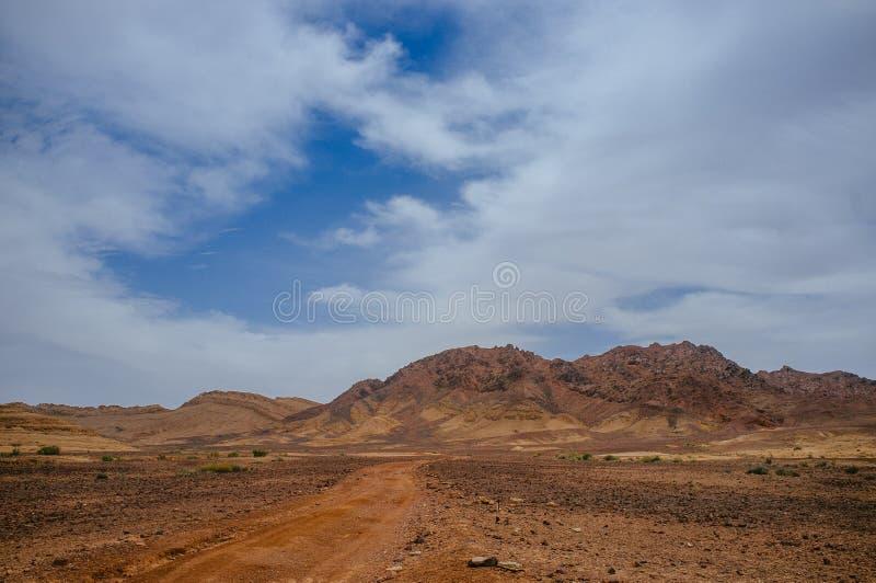 Serie di Holyland - Ramon Crater Makhtesh - percorso del deserto immagini stock libere da diritti