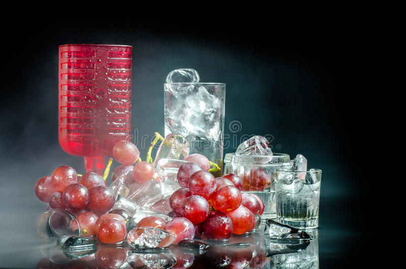 Serie di primo piano del vino su fondo nero immagine stock libera da diritti