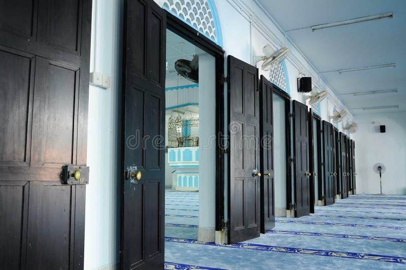Serie drzwi wśrodku Masjid Jamek Dato Bentara Luar w Batu Pahat, Johor, Malezja obrazy royalty free