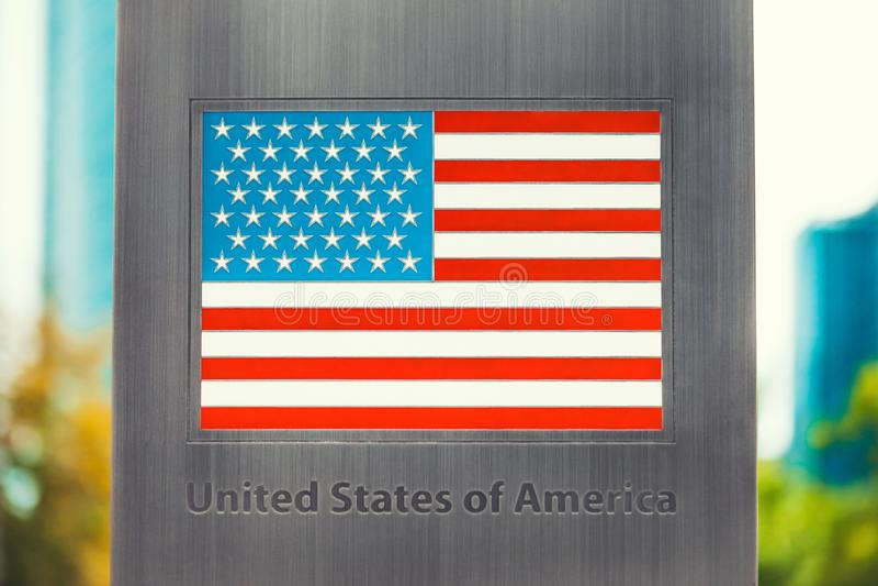 Serie flaga państowowa imprinted na metalu słupie - Stany Zjednoczone fotografia stock