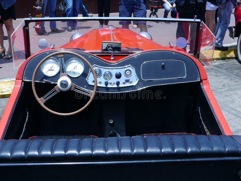 Serie minuscolo T di MG dell'automobile scoperta a due posti convertibile di TUM a Lima fotografia stock libera da diritti
