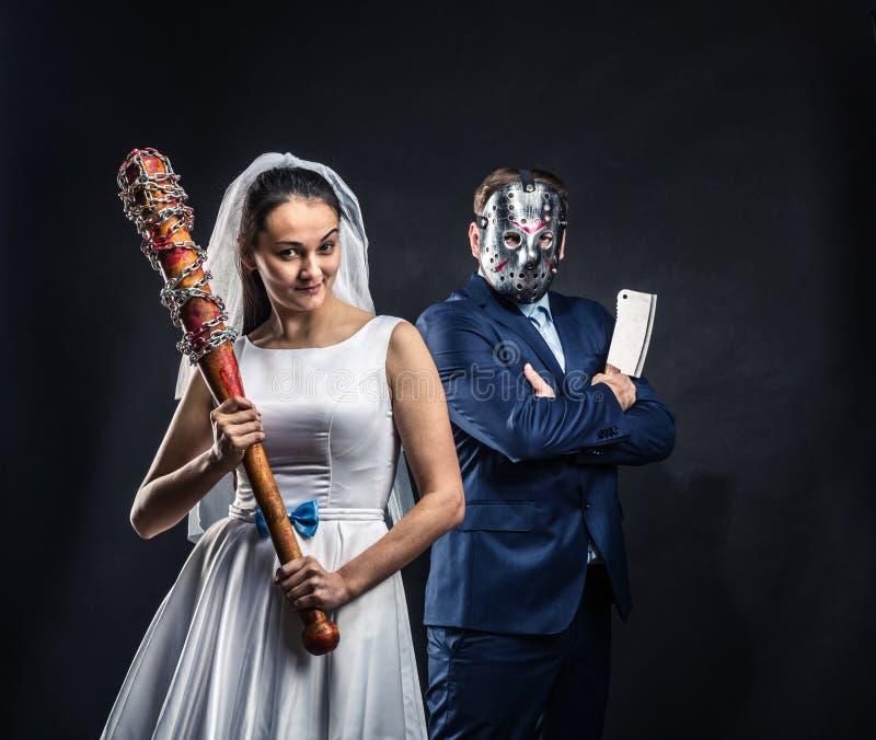 Seriella mördare för nygifta personer, svart bakgrund arkivfoto