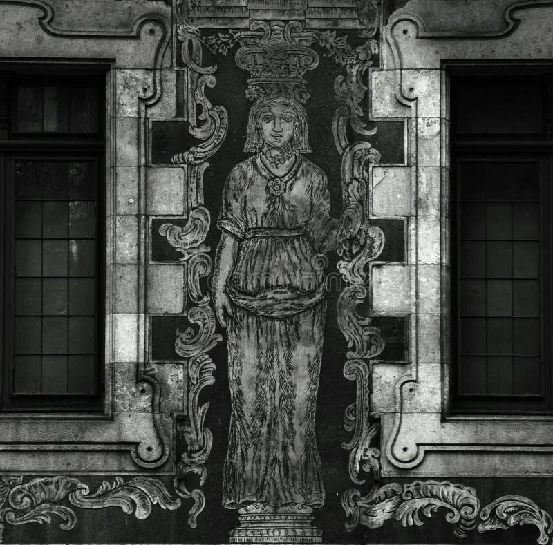 Serigrafía de la figura femenina en la pared imagen de archivo libre de regalías