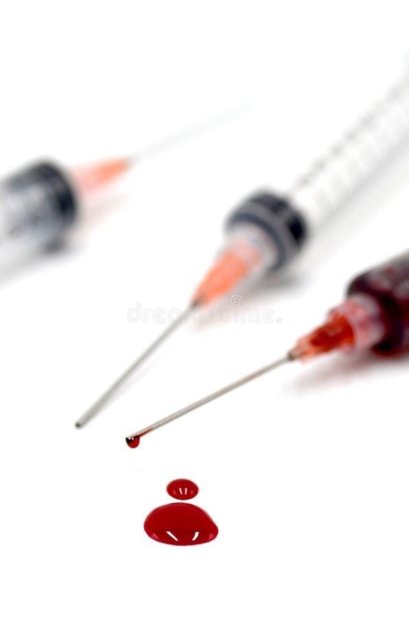 Seringa com sangue foto de stock