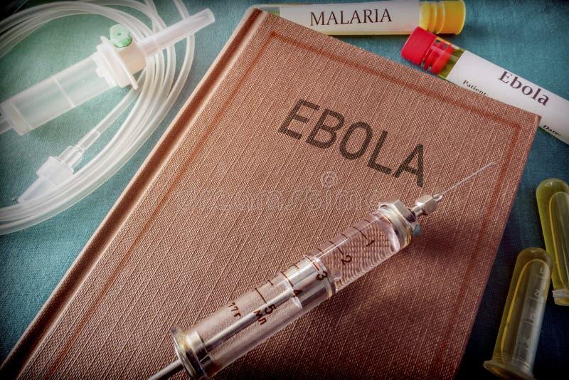 Seringa do vintage em um livro de Ebola fotografia de stock